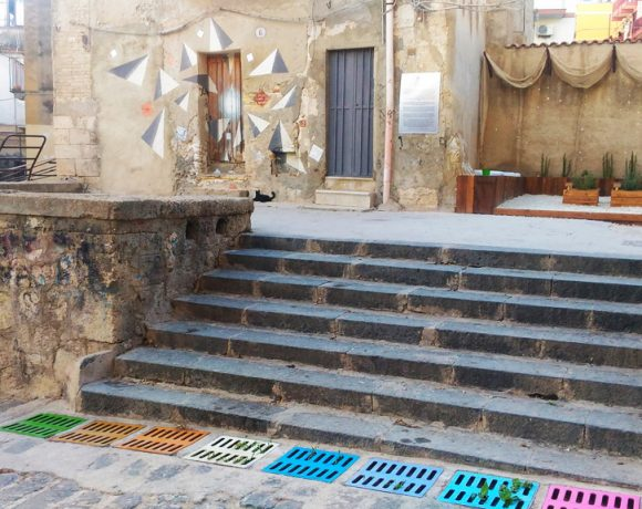 Foto dei murales e dell'orto urbano alla Marina di Licata
