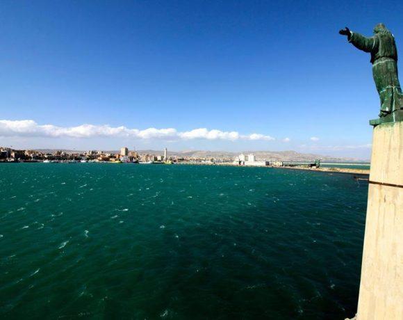 Foto della statua del cuore di Gesù al porto di Licata